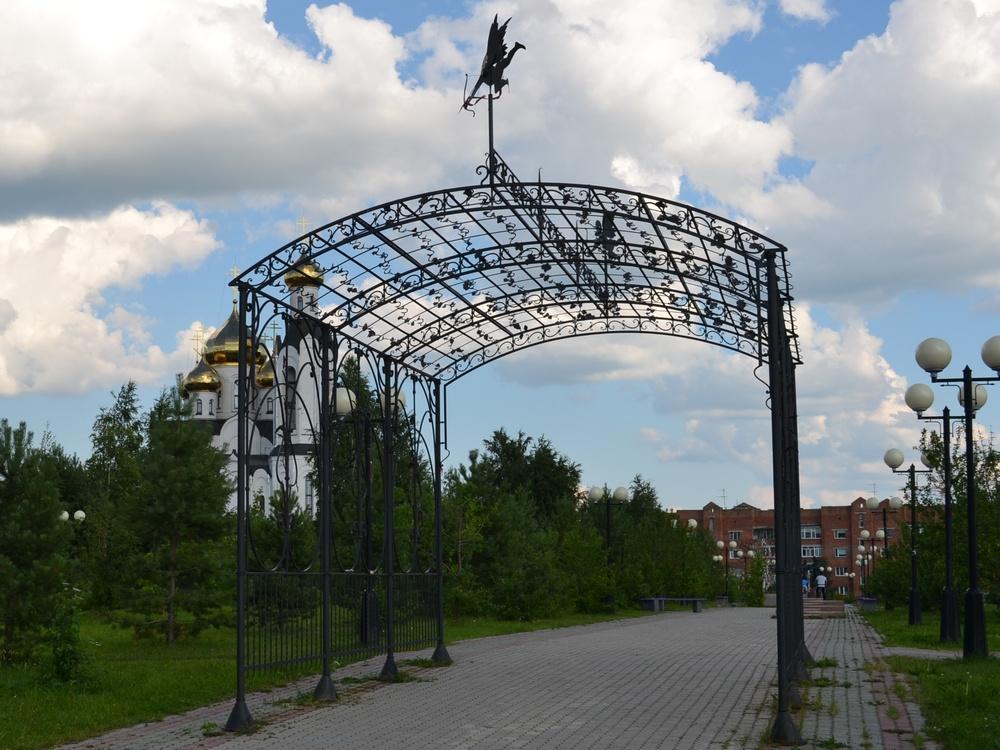 Мемориальный комплекс из двух видов гранитов Ревда заказ памятника на кладбище Зеленогорск